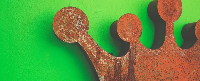 rusty crown on a green background is content marketing dead?